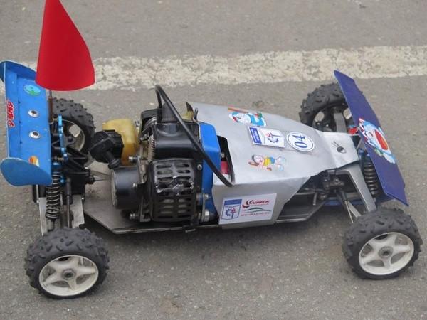 Những ô tô mô hình do chính sinh viên các đội tự sáng tạo và lắp ráp
