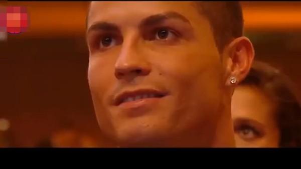 Theo đó, Hương Tràmquyết lòng Duyên mình lỡcùng Cristiano Ronaldo, không những vì anh không mang về chức vô địch như lời hứa mà còn sút hỏng Penalty. - Tin sao Viet - Tin tuc sao Viet - Scandal sao Viet - Tin tuc cua Sao - Tin cua Sao