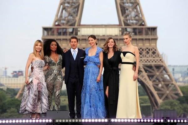 Đoàn làm phim chọn Paris mở đầu cho World Tour Press. Đây cũng là địa điểm để thực hiện phần lớn các cảnh quay trong phim.