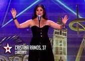 Cô gái ra sân khấu hát Opera, bất ngờ xé váy trở thành rocker