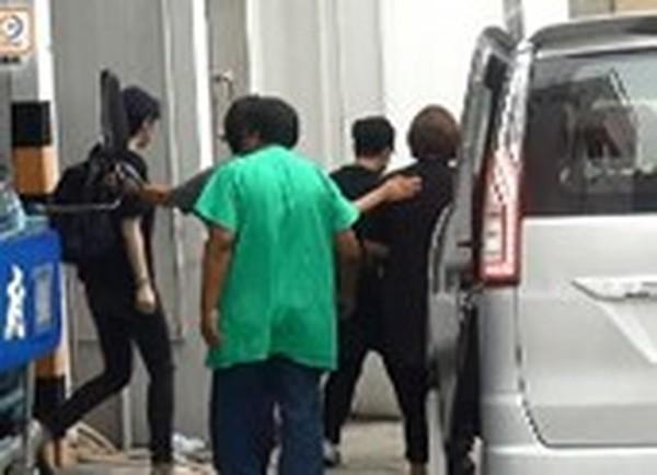 Bà xã đồng tính vội bỏ việc về chịu tang nữ ca sĩ Hồng Kông