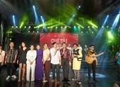Hoài Linh giả nữ giúp Chí Tài thu hút hơn 4.000 khán giả