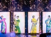 Lương Thùy Linh cùng dàn á hậu trình diễn với nhạc cụ dân tộc