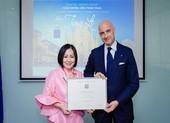 Bà Trang Lê nhận Huân chương công trạng Ý