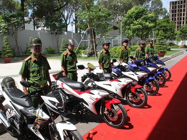 100 mô tô phân khối lớn được một doanh nghiệp trao tặng cho Công an TP.HCM để phục vụ công tác tuần tra, kiểm soát
