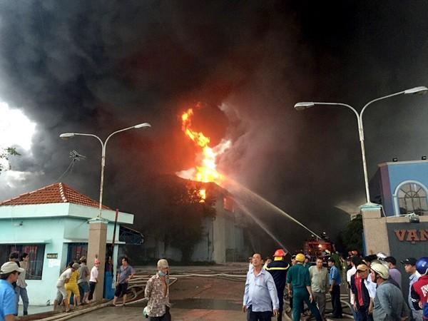 Vụ cháy lớn ở Công ty nệm Vạn Thành thiêu rụi nhiều tài sản trị giá hàng chục tỷ đồng