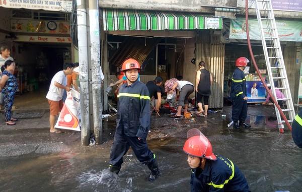 Người phụ nữ lao vào nhà cứu tài sản bị cháy ở đường tôn đản và bị bỏng