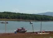 Ra hồ 707 chụp ảnh, một công an mất tích