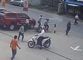 2 tên cướp bị dân truy đuổi, cướp xe máy tẩu thoát