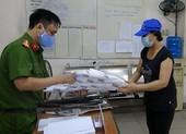 Quận 1: Người giao nộp vũ khí được tặng 10 kg gạo