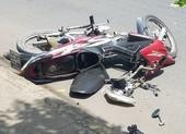 Người đàn ông chết bất thường bên xe máy bể nát