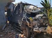 Xe tải lao vào nhà dân, gia đình 5 người kịp thoát thân