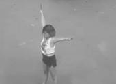 TP.HCM: 1 cô gái cầm dao 'phân luồng' giao thông