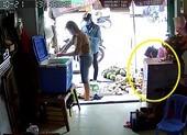Người đàn ông xúi bé trai ăn trộm điện thoại ở quận 6