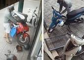 Hai tên trộm giống y hệt nhau liên tục bẻ khóa lấy xe ở Gò Vấp