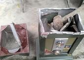 5 kẻ trộm đi ô tô vào nhà dân khuân két sắt ở Gò Vấp