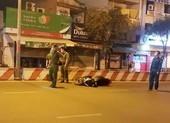 Thanh niên tông dải phân cách, xe máy văng 50m ở Tân Phú
