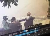 Camera ghi cảnh thanh niên bị giật dây chuyền ở quận Tân Phú
