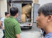 Phát hiện kho hàng chứa hơn 4.000 nón Sơn giả