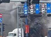 Chuyên gia nói gì từ vụ cháy xe container trên xa lộ Hà Nội