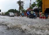 Nhiều tuyến đường ở quận Gò Vấp ngập sau trận mưa lớn