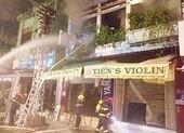 Giải cứu thành công bốn người kẹt trong nhà cháy lúc rạng sáng