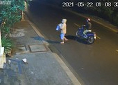 Camera an ninh ghi lại 2 phụ nữ bỏ bé trai còn nguyên dây rốn