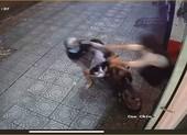 Cô gái ra đòn chớp nhoáng đạp ngã kẻ trộm xe máy ở quận 1