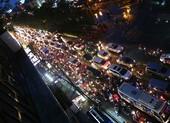 Hàng ngàn phương tiện 'chôn chân' trên đường sau cơn mưa lớn