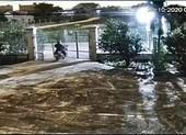 Táo tợn tông sập cổng để trộm xe máy ở Bình Thuận