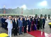 Đại biểu dự Đại hội XIII vào Lăng viếng Chủ tịch Hồ Chí Minh