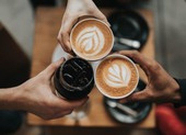 Vì sao cà phê và sữa mẹ giúp bảo vệ ta tốt hơn trước COVID-19?