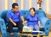 Ốc Thanh Vân nghẹn ngào vì cô gái khuyết tật nuôi con một mình