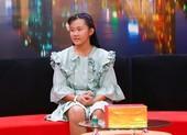 Cô bé 13 tuổi khó chịu vì được mẹ bảo bọc, quan tâm như em bé