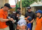 Ca sĩ Ái Phương chia sẻ các mặt hàng miền Trung cần cứu trợ