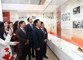 Trưng bày chuyên đề 'Tự hào 90 năm Đảng Cộng sản Việt Nam'