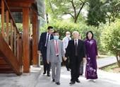 Tổng Bí thư, Chủ tịch nước dâng hương Chủ tịch Hồ Chí Minh
