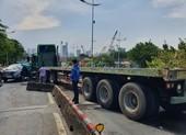 Container gặp tai nạn trong mưa, cầu Tân Thuận bị ùn ứ