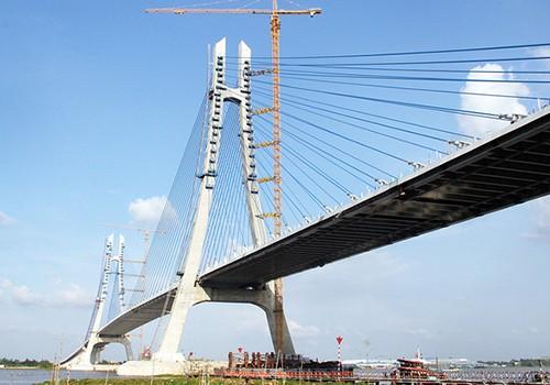 Cầu Vàm Cống bắc qua sông Hậu, nối huyện Lấp Vò (Đồng Tháp) và quận Thốt Nốt (TP Cần Thơ), mới được hợp long cuối tháng 9/2017. Ảnh: Cửu Long.