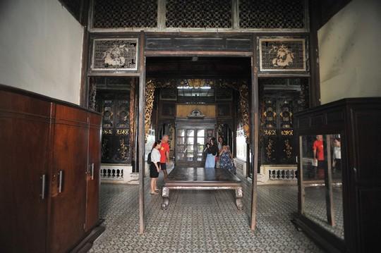 Căn phòng cho khách thuê trong nhà cổ phim Người tình - Ảnh 8.