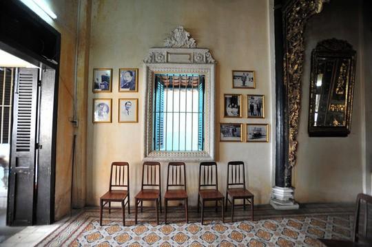 Căn phòng cho khách thuê trong nhà cổ phim Người tình - Ảnh 5.