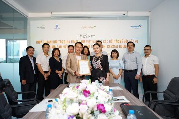 Bà Trần Thị Nguyệt Nga - TGĐ Timeshare Việt Nam và Đại diện Công ty Cổ phần Công nghệ CTS bắt tay mở rộng hợp tác