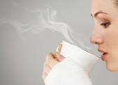 Uống nước ấm sẽ đốt cháy nhiều calo hơn