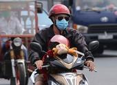 Người dân vật vã dưới trời nóng như đổ lửa ở Sài Gòn