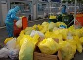 Nỗi lo của công nhân thu gom rác thải mùa dịch COVID-19