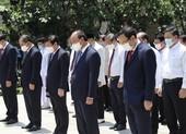 Chủ tịch nước dâng hương, dâng hoa ở TP.HCM tưởng nhớ Bác Hồ