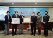 Chuyển giao 2 máy thở đầu tiên cho Việt Nam ứng phó COVID-19