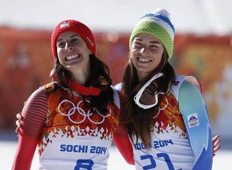 Dominique Gisin (trái) và Tina Maze. Ảnh: