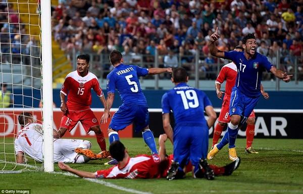 Pelle (17) mang về bàn thắng duy nhất cho Italia