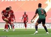 Liverpool bùng nổ hiệp 2, Man. City thua sốc Southampton